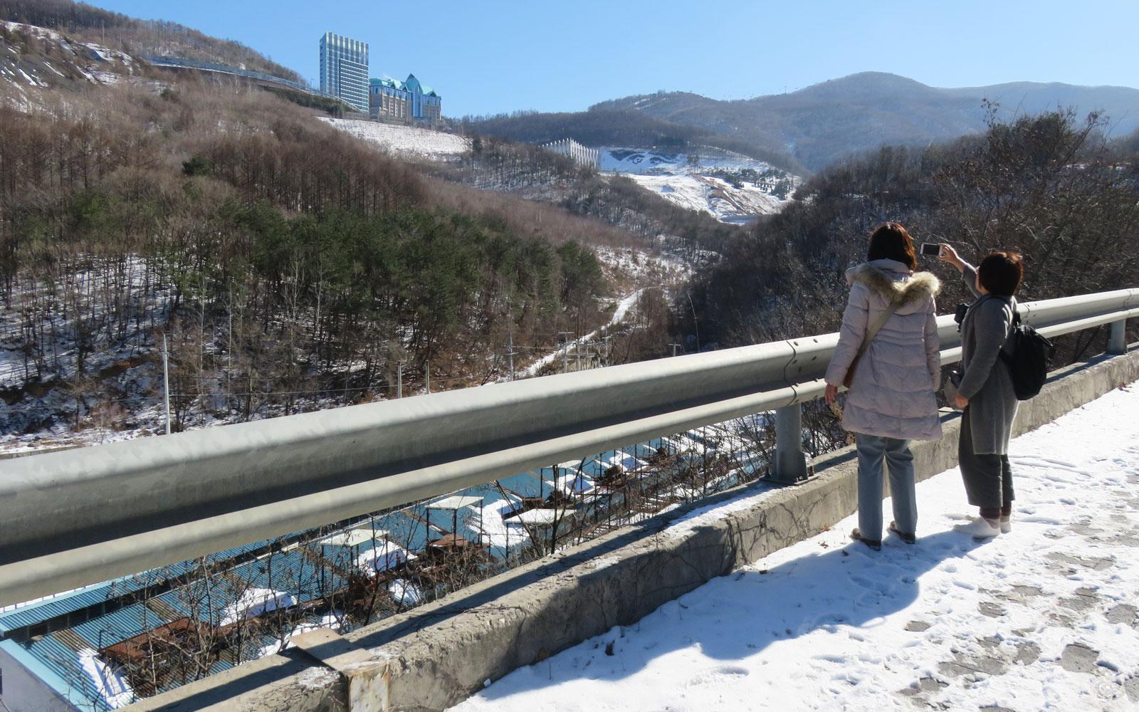 雪道からカンウォンランドを望む